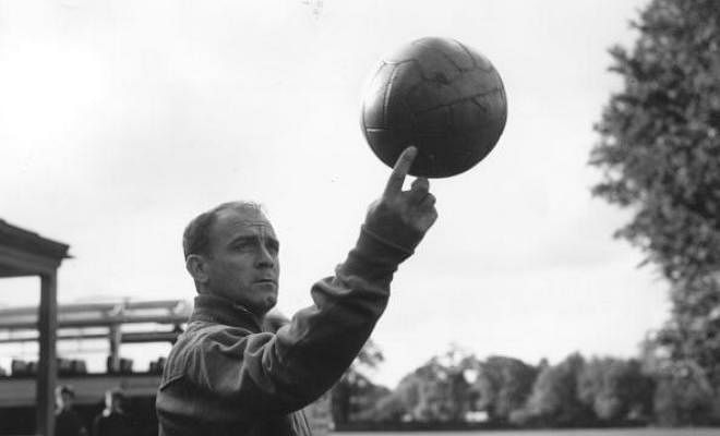 Real Madrid to name street in honour of Di StefanoAlfredo Di Stefano is arguably the greatest Real Madrid player of all time, and now Los Blancos have decided to honour him: