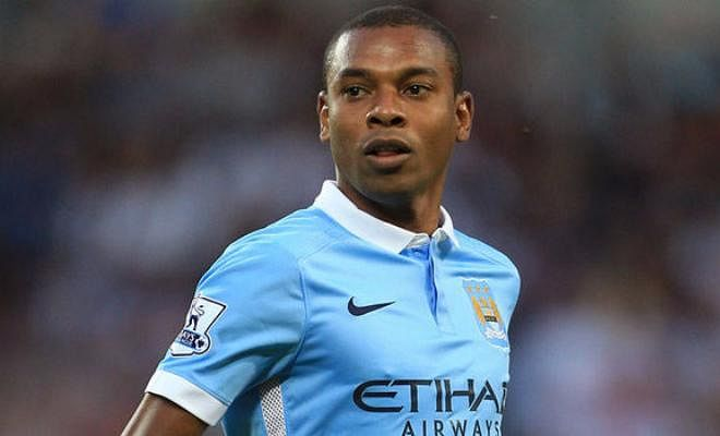 CITY TO TIE UP FERNANDINHOManchester City are moving quickly to tie up Fernandinho on a new deal. His current contract expires next summer, and City manager Pep Guardiola does not want to lose him. He sees him as an integral part of his plans. Fernandinho is also happy in Manchester and is also looking forward to agreeing a new contract.