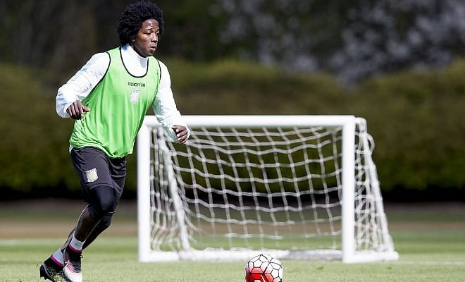 Carlos Sanchez moves to Fiorentina on a season long loan.Fiorentina have completed the signing of Aston Villa midfielder Carlos Sanchez on a season long with the option to buy.Good piece of business by the Italian club.