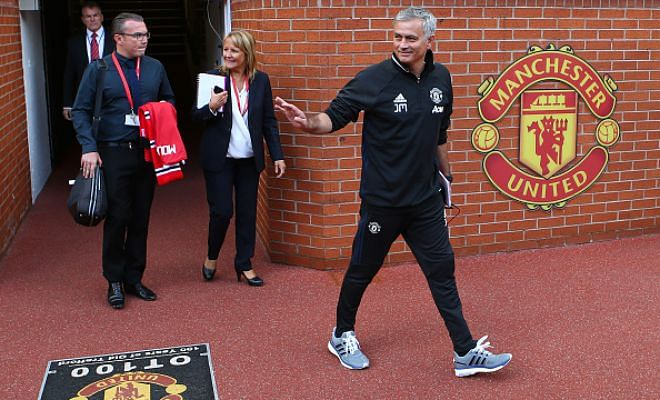 Does Mou have a smart plan?The reports that Manchester United Boss Jose Mourinho is set to offer Belgian midfielder Marouane Fellaini a two-year contract extension. Looks like a few fans will be disappointed that he's being picked over Schweni.