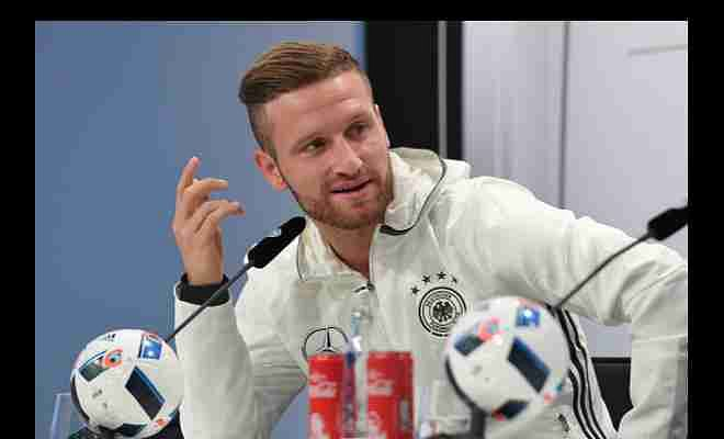 Mustafi did not start for Valencia's opening game, move to Arsenal imminent?Shkodran Mustafi was left out on the bench of Valencia's La Liga opener against Las Palmas. Arsenal fans are excited.Mustafi is reported to have a £43.1m buyout clause at the Mestalla.