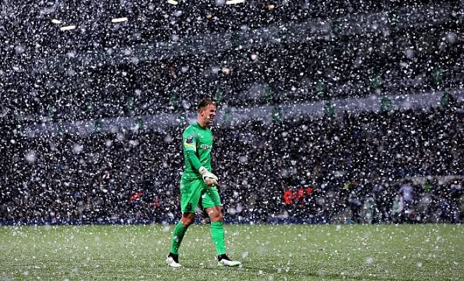 SUNDERLAND HOPING TO HART-BREAKDavid Moyes has approached Manchester City in an attempt to sign the out-of-favour goalkeeper for a season-long loan at Sunderland.However, it is understood that Joe Hart wouldn't settle for a club not involved in Champions League football.