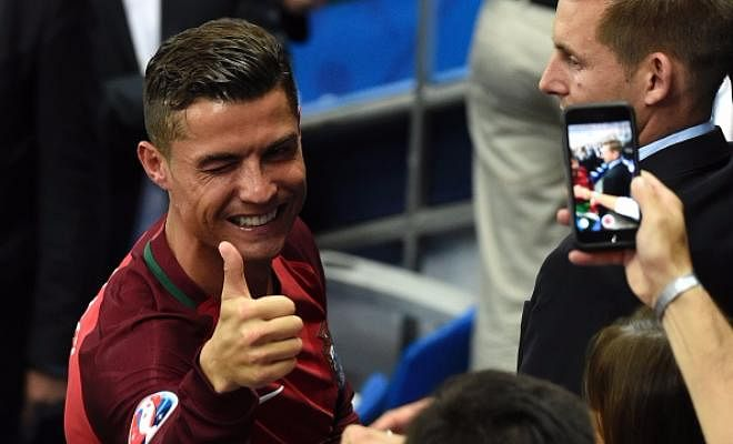 Hello and welcome to Footy Talk! Starting today, everyday from 10-6, we will keep you regaled with everything you would want to know about your favourite players, managers and teams! Cristiano Ronaldo, Lionel Messi, Luis Suarez, Gareth Bale, Jose Mourinho, Pep Guardiola, you name him, we will have the latest news on him.Funniest tweets, best Instagram posts, insane stats!We will cover everything and I mean EVERYTHING that happens!