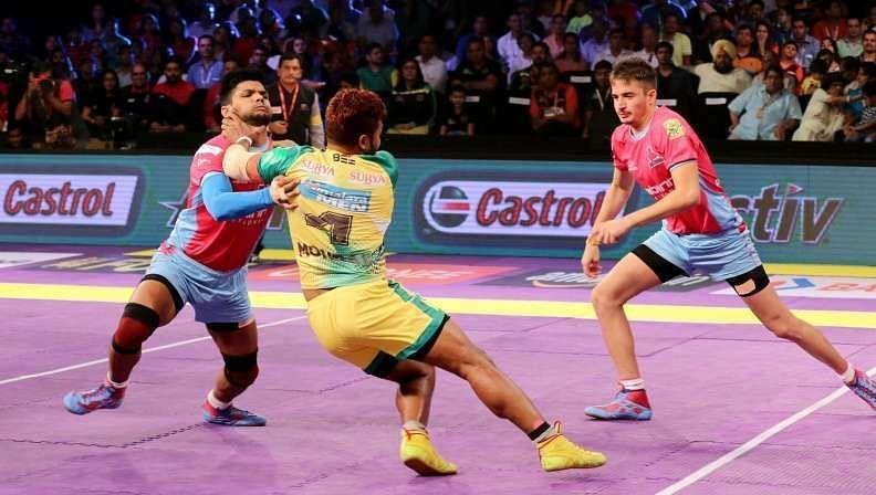 Amit Hooda enforces a body block on Rajesh Mondal of the Patna Pirates.