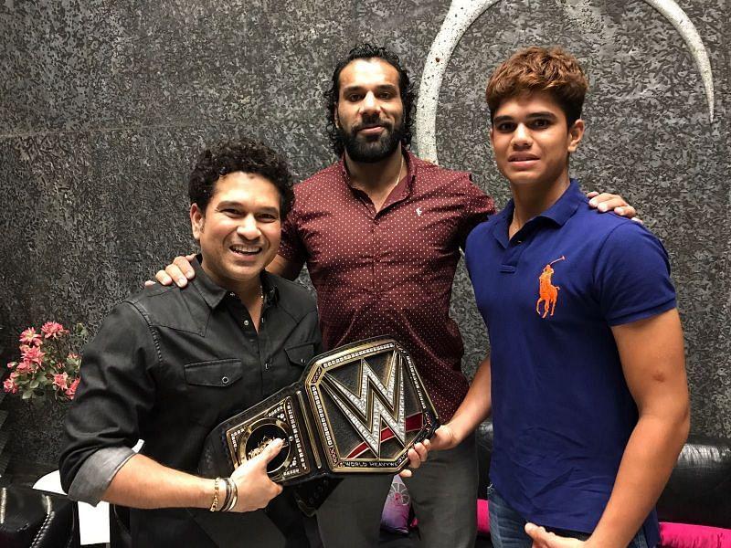 Jinder Mahal with Sachin Tendulkar and his son Arjuun