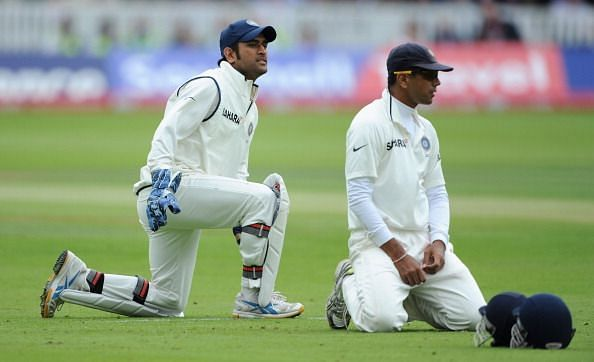Dravid and Dhoni in a Test against England