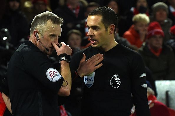 Referee Linesman discussion VAR Premier League