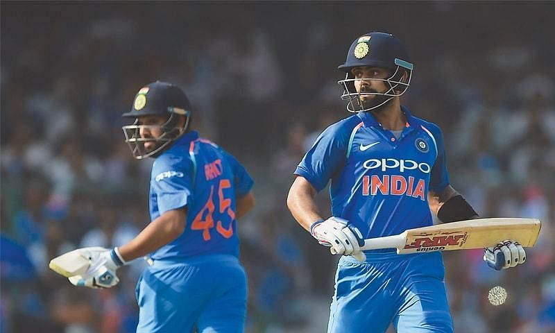 Rohit Sharma and Virat Kohli busy running between the wickets