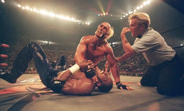 Hollywood Hogan chokes out NBA star Karl Malone.