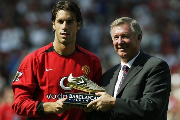 Rudd van Nistelrooy wins the Golden Boot in the season 2005-06.