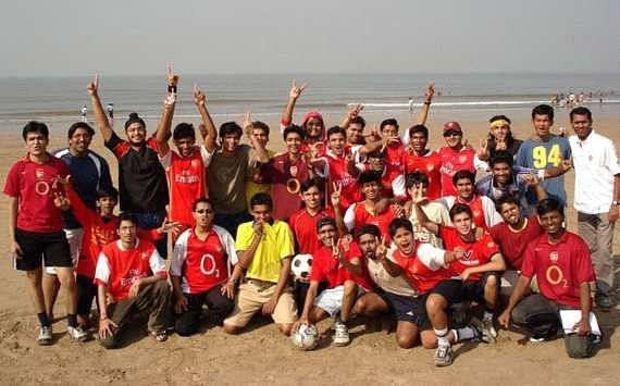 I am in the front row, fourth from the right. This was the second meeting of the Arsenal Mumbai Supporters Club in2007.