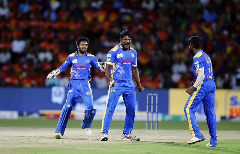 Thala celebrates after running Ganga Sridhar Raju out