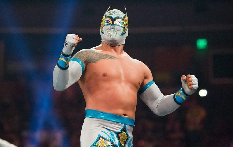 WWE SmackDown Live Superstar Sin Cara possibly injured