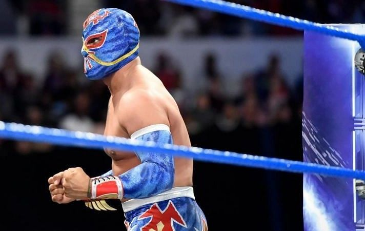 WWE Superstar Sin Cara is presently dealing with a knee injury