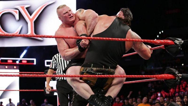 Strowman vs Lesnar