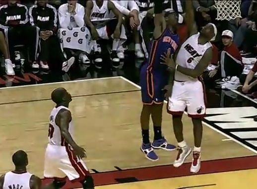 Amare puts LeBron on a nasty poster