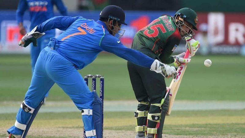 महेंद्र सिंह धोनी बनाम बांग्लादेश