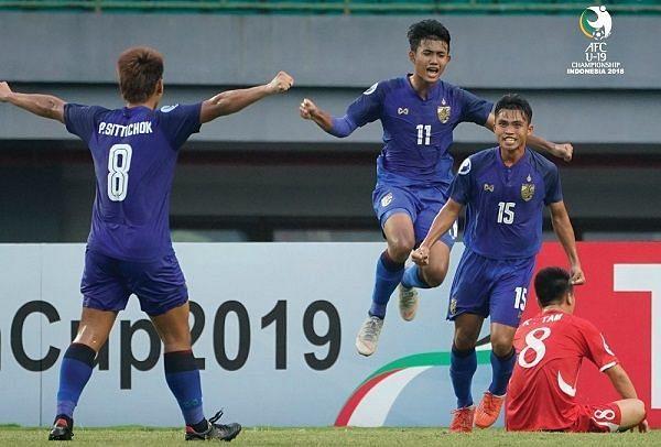 Number 15 Sampan Kesi delighted after scoring the opening goal for Thailand (Image Courtesy: VNBongda)