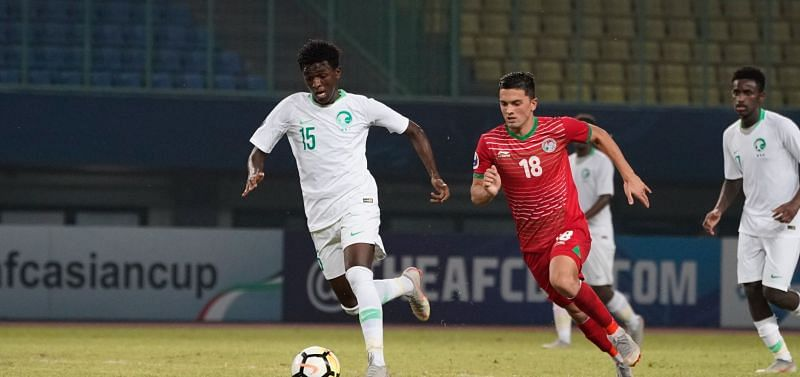 Number 15 Faraj Al-Ghashayan of Saudi Arabia in action against Yodgorov Daler of Tajikistan (Image courtesy: AFC)