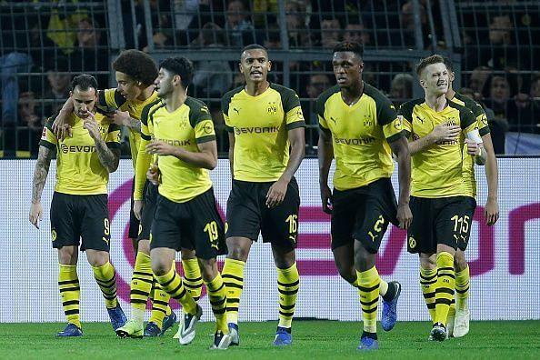 Jubilant Dortmund players after Alcacer