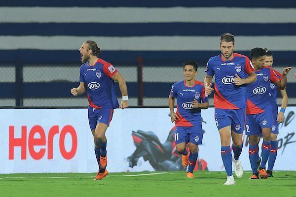 Erik Partaalu celebrates his goal with other Bengaluru FC players [Image: ISL]