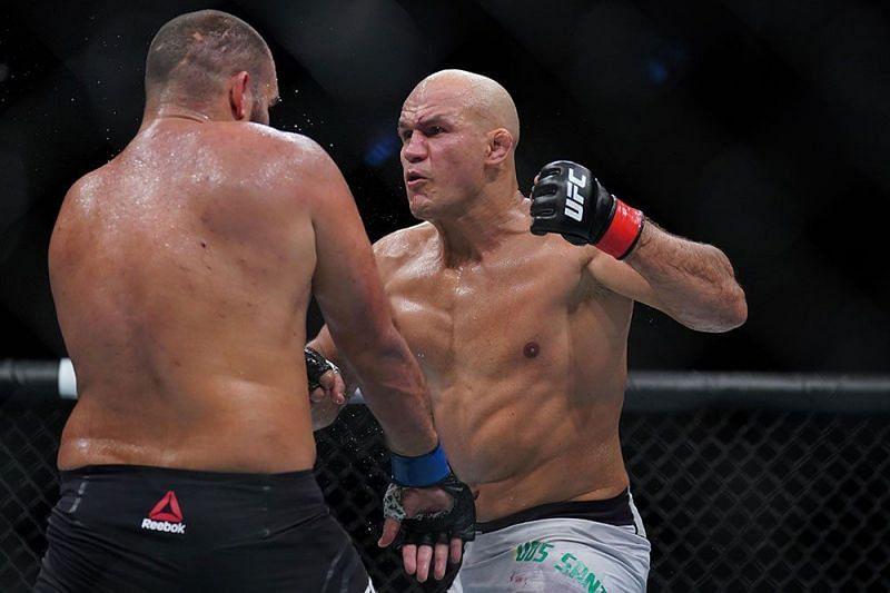 Junior dos Santos unloads on Tai Tuivasa at UFC Fight Night 142
