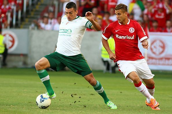 Lucio (left) during the Internacional v Palmeiras in Series A in 2014