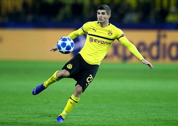 Pulisic controls the ball for Dortmund