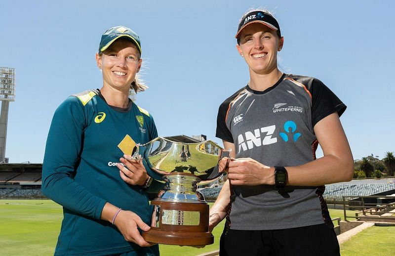 Meg Lanning & Amy Satterthwaite posing with the trophy