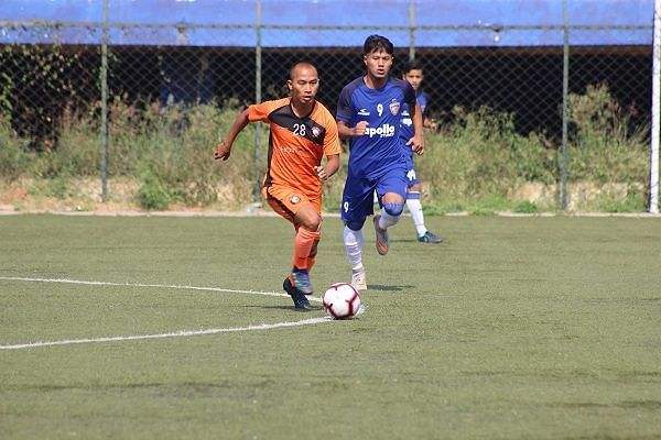 Action from the South United v Chennaiyin FC