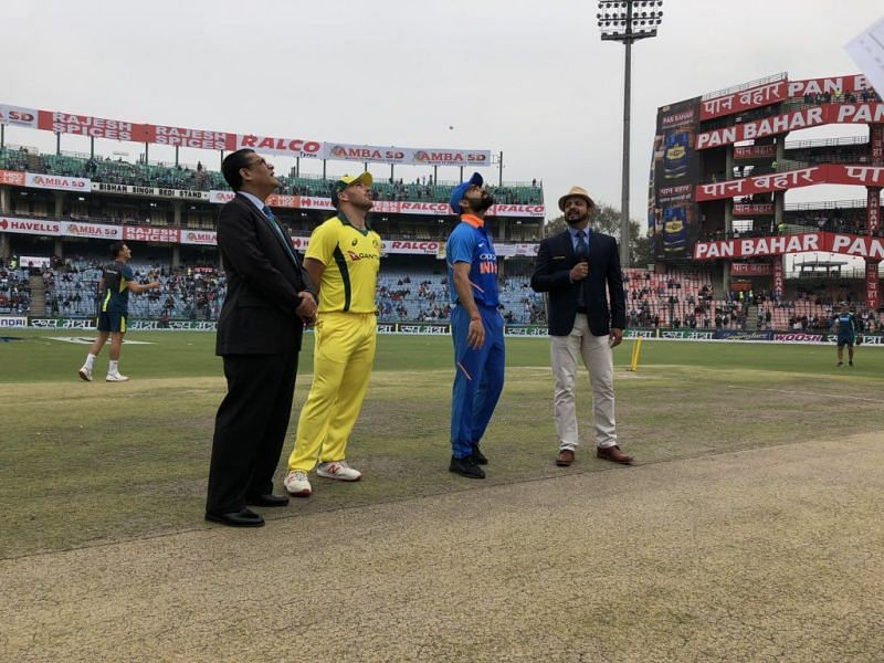 Two captions during toss