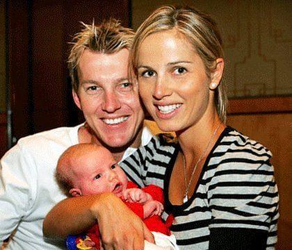ब्रेट ली अपनी पहली पत्नी एलिज़ाबेथ केंप और बेटे चार्ल्स के साथ