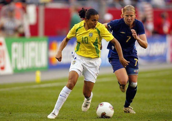 Marta is pressured by Sara Larsson