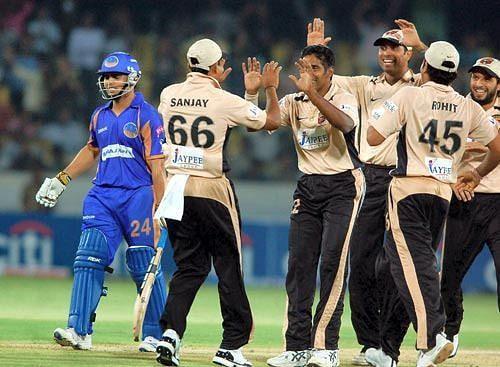 संजय बांगर 66 नंबर की जर्सी में साथी खिलाड़ियों के साथ