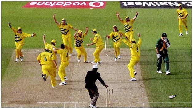 मैच टाई होने के बाद खुशी मनाती ऑस्ट्रेलियाई टीम