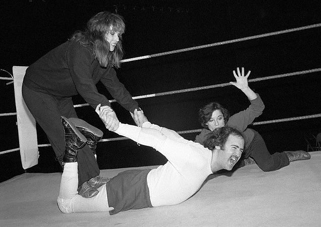 Andy Kaufman endures a surfboard stretch during an intergender match.