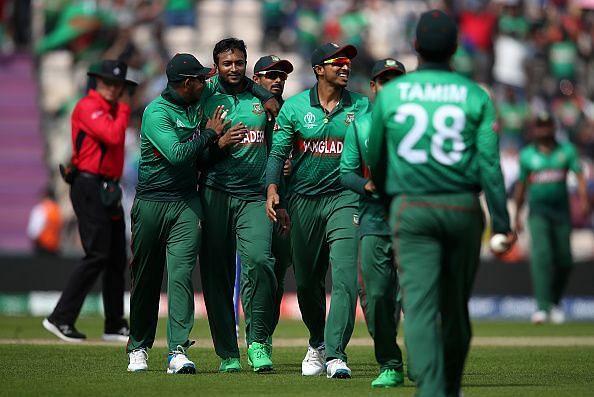 शाकिब अल हसन विकेट लेने के बाद जश्न मनाते हुए