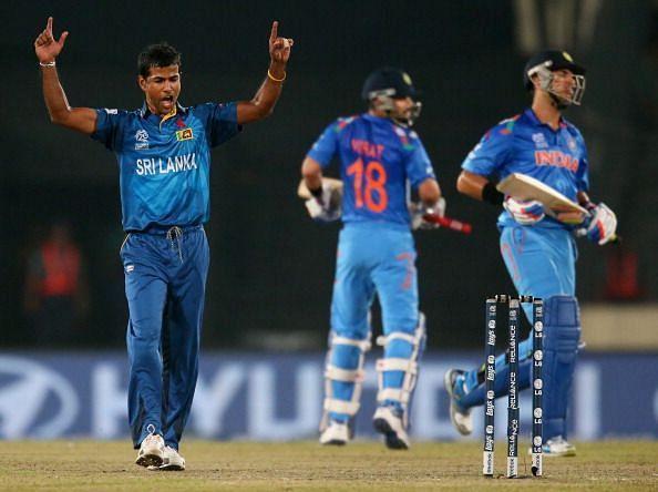 2014 वर्ल्ड टी20 के फाइनल में युवराज सिंह की विकेट लेने के बाद नुवान कुलसेकरा