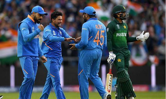 विकेट ले के बाद भारतीय टीम