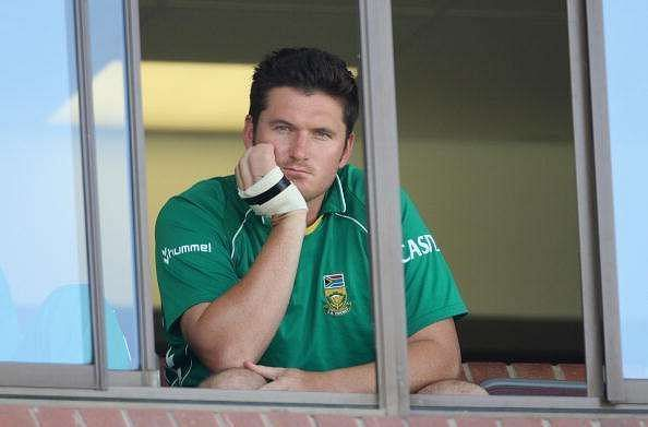 Graeme Smith sits in the dugout with a broken hand