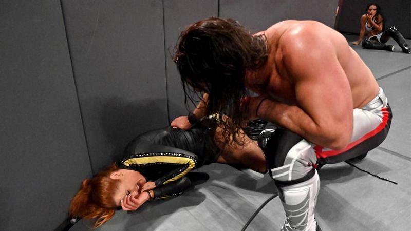मैच के दौरान बैकी लिंच को लगी चोट