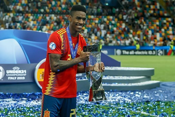 Junior Firpo with the Euro u-21 tropgy