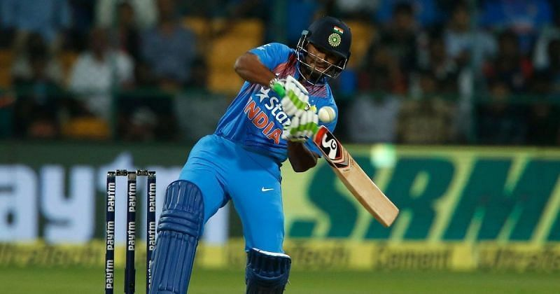 Rishabh Pant looks set to take over from Dhoni