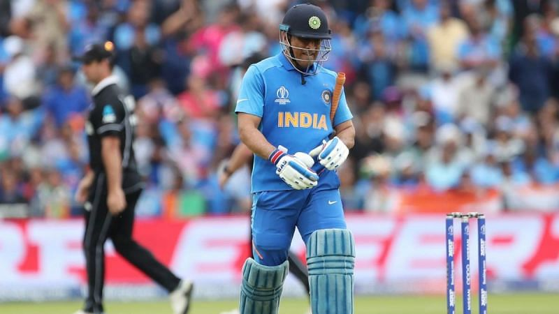 Did team India make a tactical blunder by sending Dhoni at 7?