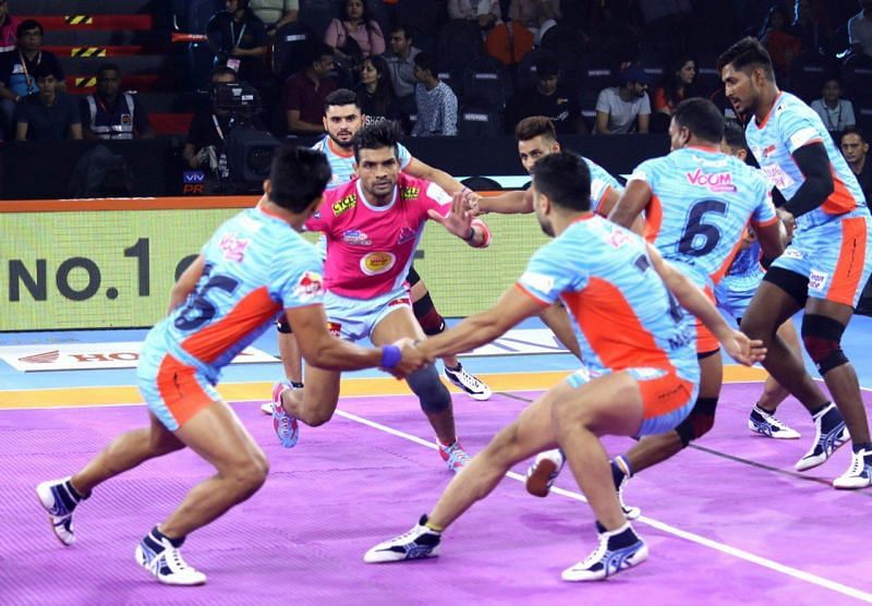 Jaipur Pink Panthers narrowly won against the Bengal Warriors in a close-called battle