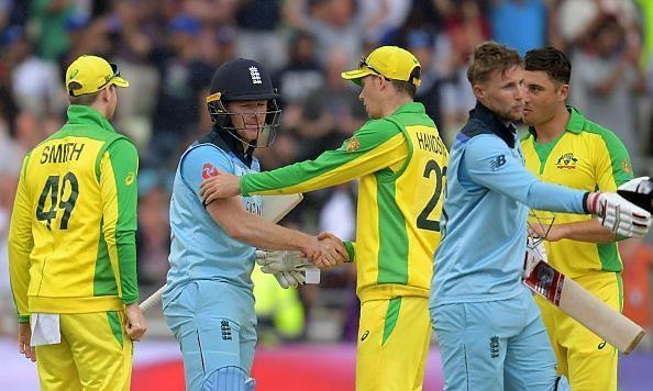 इंग्लैंड टीम सेमीफाइनल मुकाबला जीतने के बाद