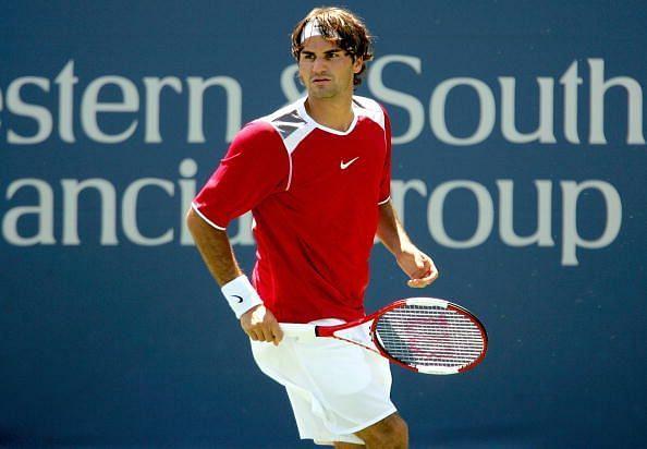 Federer beats Roddick to win his 1st Cincinnati title in 2005