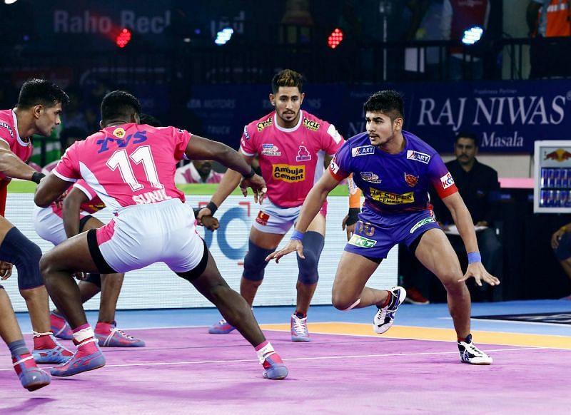 दबंग दिल्ली vs जयपुर पिंक पैंथर्स