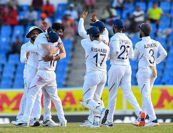 भारतीय गेंदबाजों का जबरदस्त प्रदर्शन