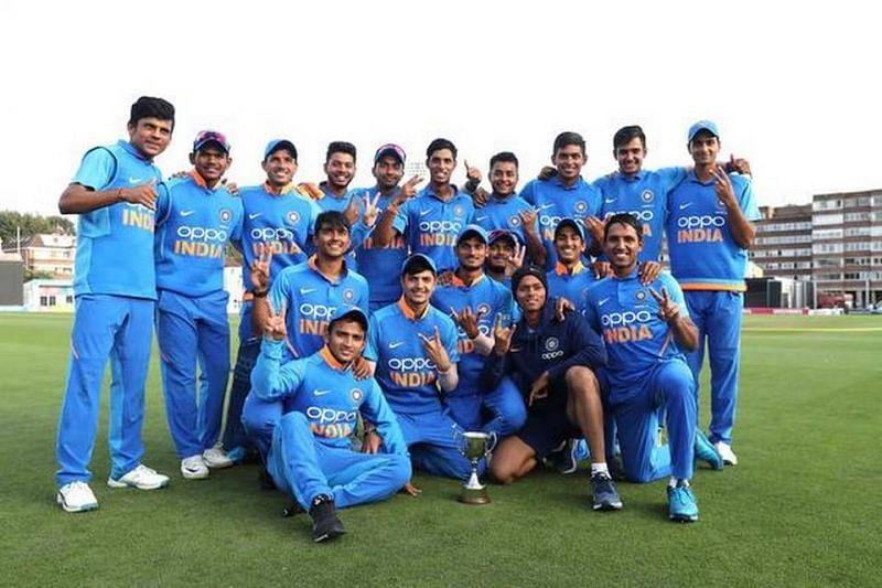 खिताब जीतने के बाद इंडिया अंडर-19 की टीम